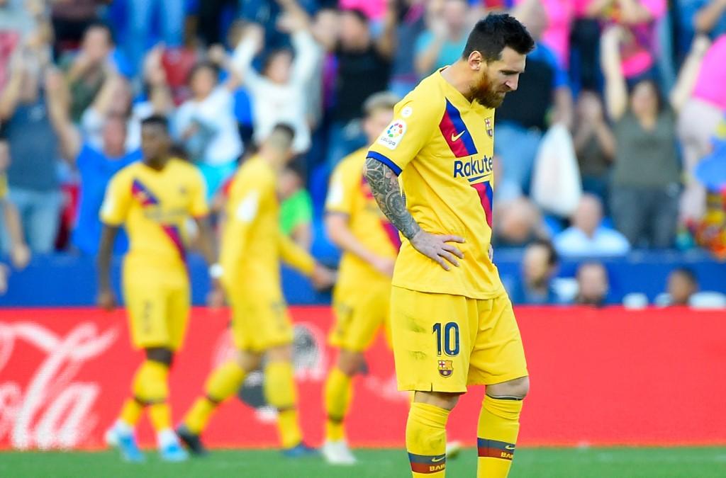 برشلونة ينحني أمام ليفانتي بثلاثية في الليغا