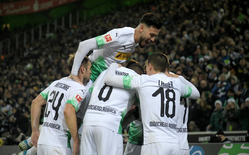 مونشنغلادباخ ينتزع صدارة الدوري الألماني بعد فوز مثير على فرايبورج