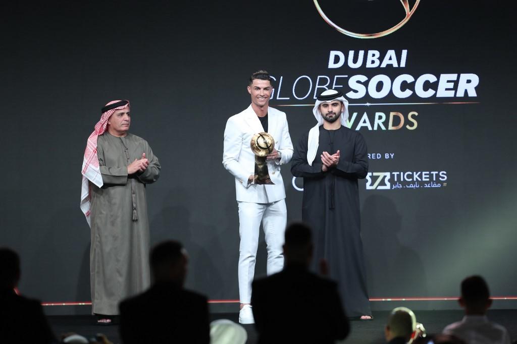 """كريستيانو رونالدو يتوج بجائزة """"جلوب سوكر"""" لأفضل لاعب في العالم"""
