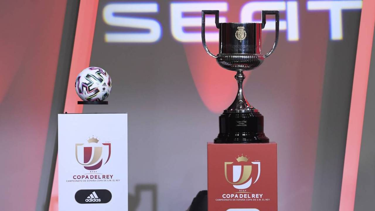 رسمياً … دييغو فورلان يعتزل كرة القدم