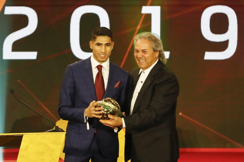 رسمياً … أشرف حكيمي يتوج بجائزة أفضل لاعب صاعد في أفريقيا لعام 2019